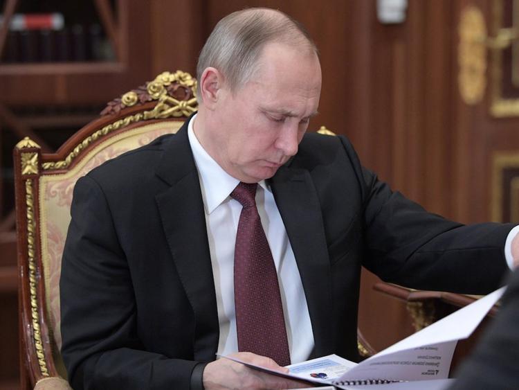 """Tổng thống Nga Putin là một """"con cú đêm"""" chính hiệu. """"Ông thường sáng suốt và làm việc hiệu quả nhất là vào ban đêm"""", tờ Newsweek cho biết."""