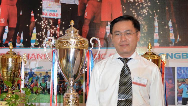 Bầu Tú giỏi thế nào để có thể ôm nhiều vị trí lãnh đạo của bóng đá Việt Nam?