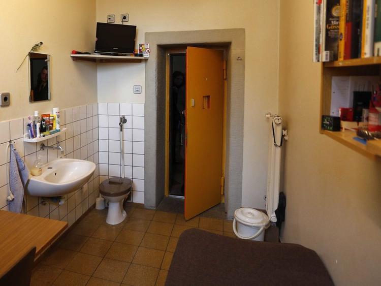 Nhà tù Landsberg ở Landsberg am Lech, Đức có điều kiện khá tốt. Nhà tù tiến bộ này đào tạo kỹ năng cho tù nhân trong các lĩnh vực như nướng bánh, làm mộc và sơn. Ảnh: AP Photo/Matthias Schrader