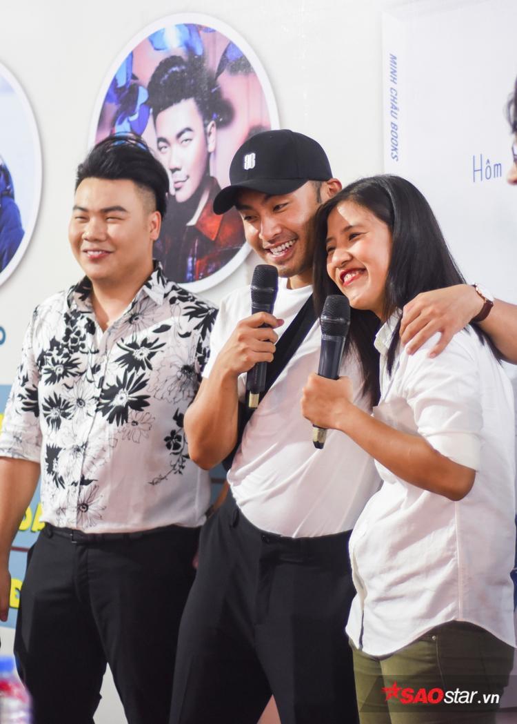 VJ Dustin Nguyễn cùng chung niềm vui đến chúc mừng 2 cây viết trẻ của nền văn học Việt Nam.