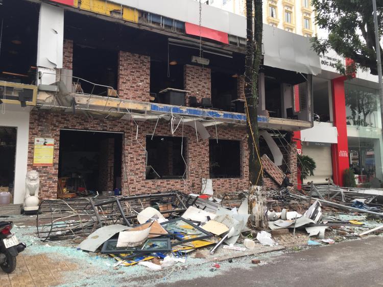 Vụ nổ khiến nhà hàng bán đồ nướng tan hoang.