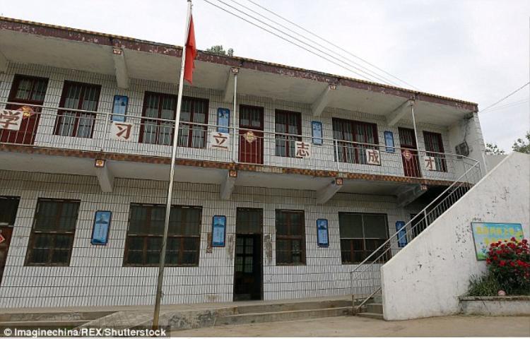 Trường tiểu học thôn Du Thành là ngôi trường cô độc nhất Trung Quốc. Ảnh: REX