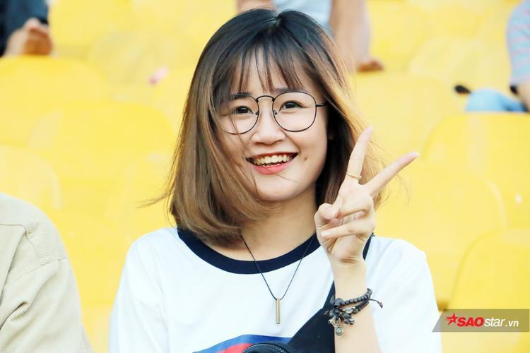 Bích Thảo cho biết rất yêu thích U23 Việt Nam. Thảo thần tượng Công Phượng, khi từng say đắm lối chơi của tiền đạo U23 Việt Nam hồi năm 2014.