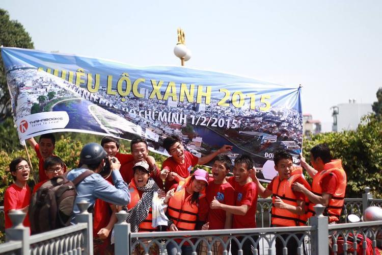 Hoạt động làm sạch kênh Nhiêu Lộc (TP.HCM) cách đây 3 năm của cộng đồng phượt thủ.