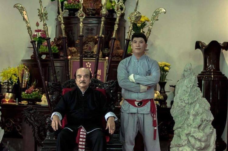 Võ sư Nam Anh Tuấn (phải).