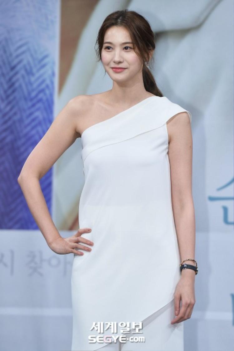 """Vừa hoàn thành xong dự án phim điện ảnh Cheese in the trap, """"Ác nữ quốc dân"""" Yoo In Young vội """"ôm"""" thêm tác phẩm truyền hình."""