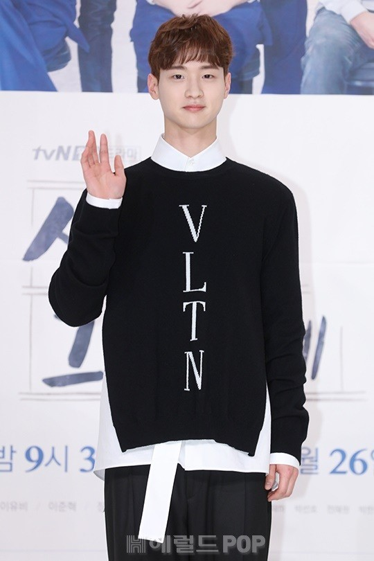 Nam diễn viên trẻ Jang Dong Yoon cũng góp mặt trong bộ phim này.