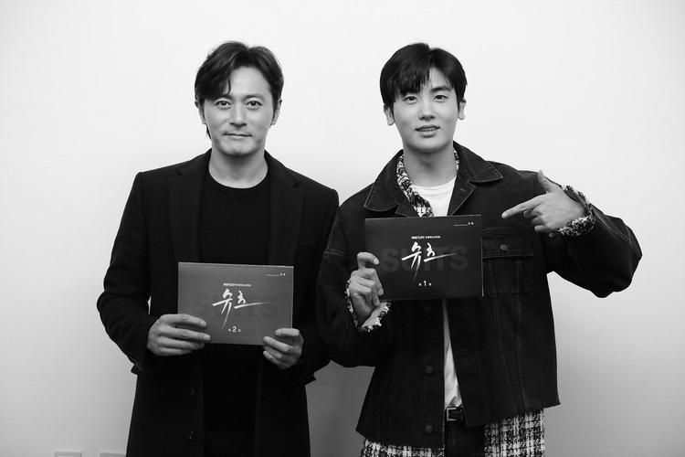 Jang Dong Gun điển trai bất chấp tuổi tác.