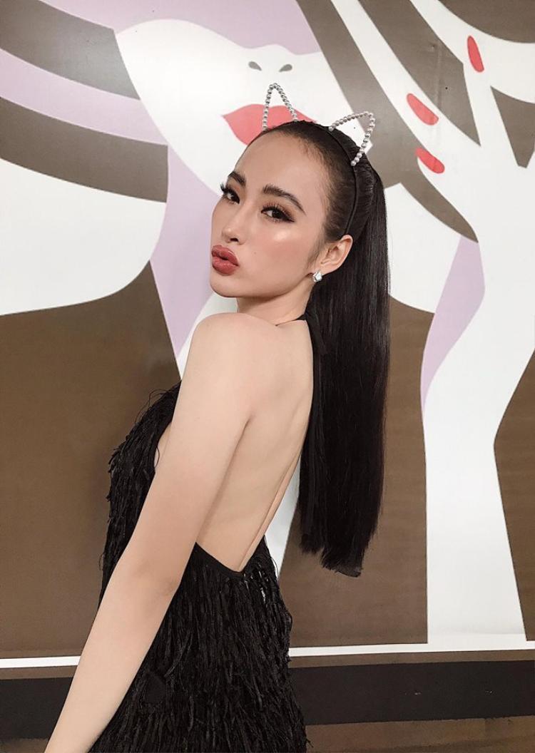 Angela Phương Trinh xinh đẹp cỡ này rồi thì cô không cần phải thêm chiếc bờm tai mèo kia nữa đâu.