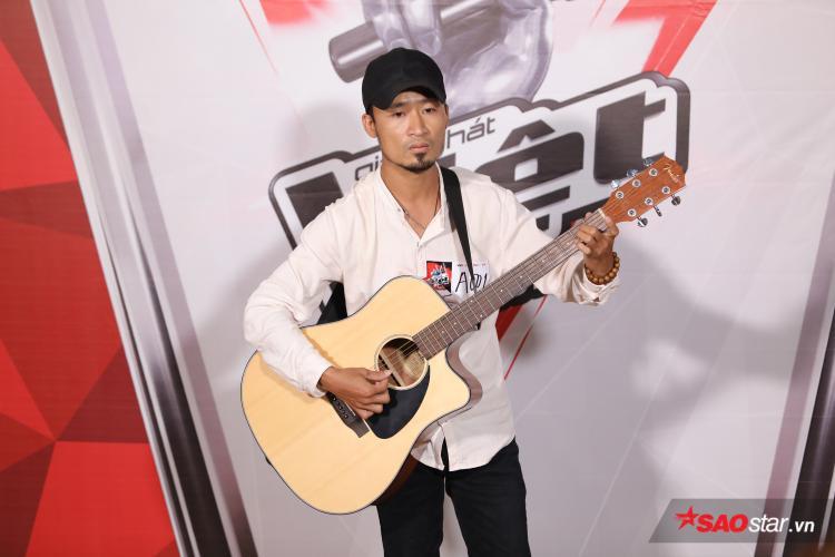 Những gã nghệ sĩ hát rong hay những tay chơi Rock cũng thường có những style như anh chàng này.
