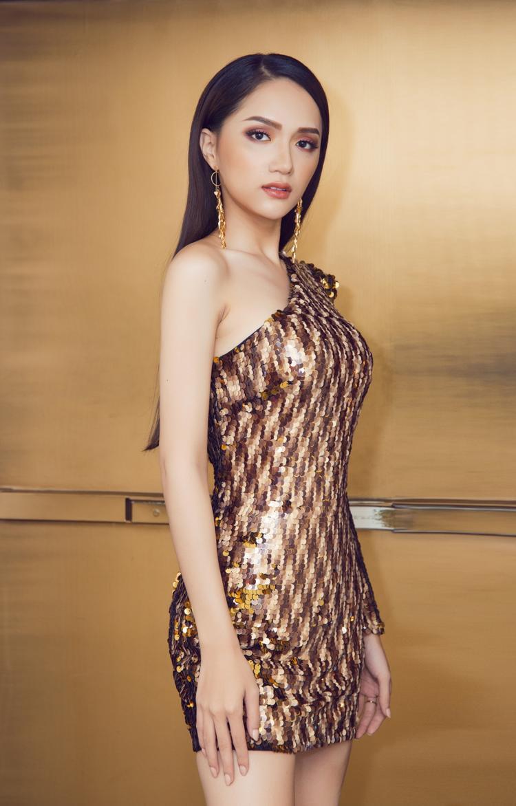 Trở lại Thái Lan, Hoa hậu Hương Giang đắt show quảng cáo