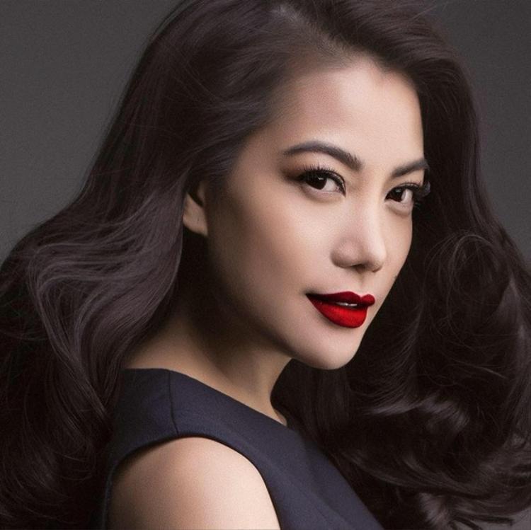 Hàng lông mày của Trương Ngọc Ánh được trau chuốt từng sợi và trở thành điểm nhấn hoàn hảo cho tổng thể khuôn mặt.