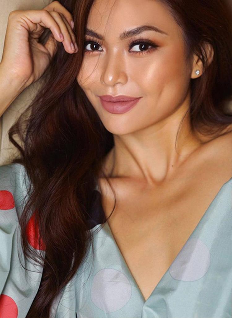 Là người mẫu nổi tiếng, là á hậu của cuộc thi Hoa hậu Hoãn Vũ 2018, Mâu Thanh Thủy chứng tỏ khả năng đón đầu xu hướng khi là một trong những mỹ nhân Việt ưu ái mốt vẽ lông mày sợi.