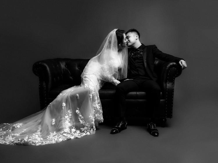 Trước thềm hôn lễ, Khắc Việt tung bộ ảnh cưới cực tình tứ bên bà xã DJ