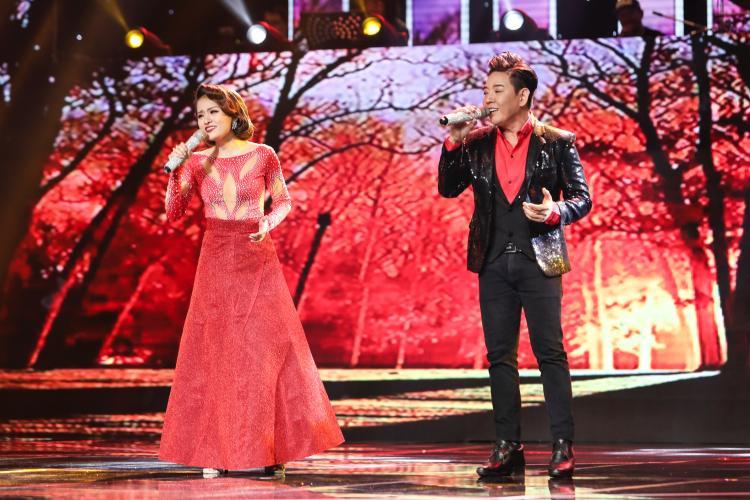 Giọng hát hoà quyện và màn thể hiện ăn ý trên sân khấu giúp Đoàn Việt Phương - Hà Thu chinh phục cả bốn HLV.