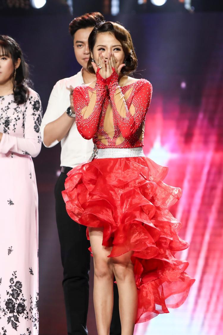Cả Đoàn Việt Phương lẫn Hà Thu đều giành vé vào vòng Liveshow.