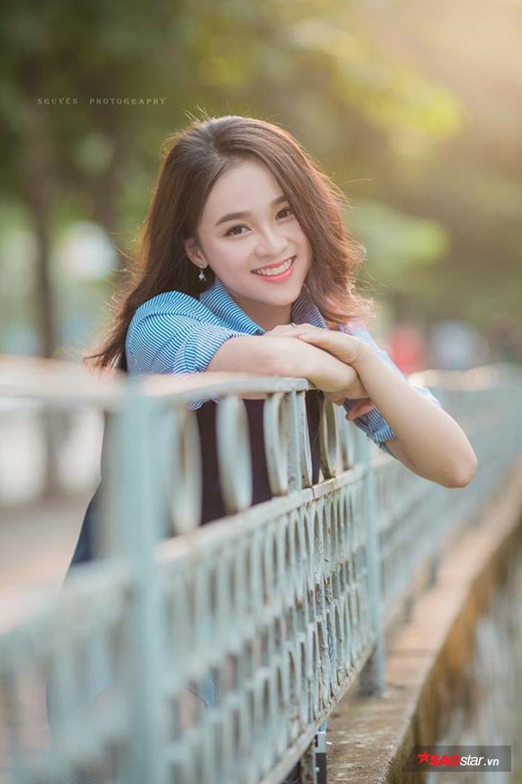 Ngẩn ngơ ngắm nữ sinh mang vẻ đẹp trong sáng tựa thần tiên tỷ tỷ của trường THPT Nguyễn Bỉnh Khiêm