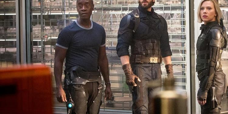 """War Machine đã đi đứng lành lặn trong trailer của """"Infinity War""""."""