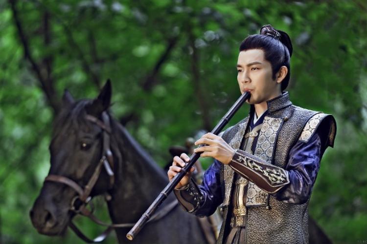 """Chung Hán Lương thủ vai Trấn Bắc Vương của nước Tấn - Sở Bắc Tiệp trong """"Cô phương bất tự thưởng"""""""