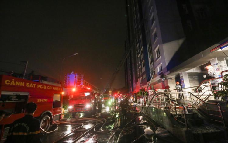Cháy lớn chung cư cao cấp ở Sài Gòn, ít nhất 13 người thiệt mạng
