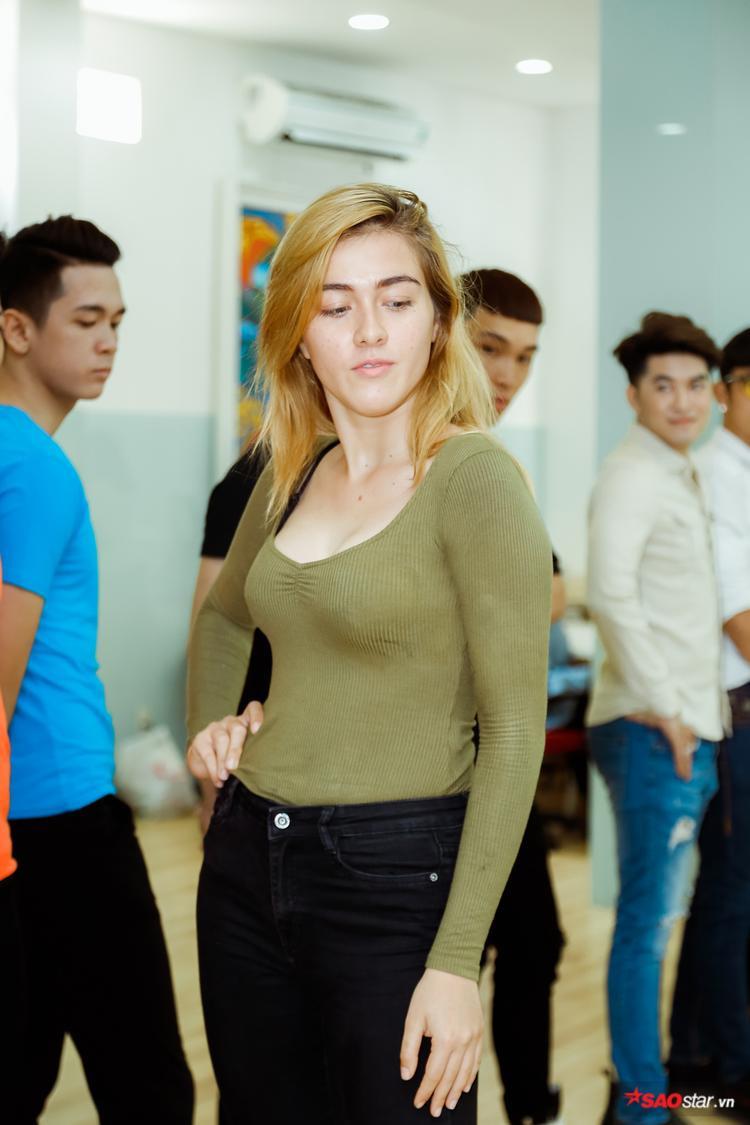 Thử sức mình tạiSiêu mẫu Việt Nam năm nay, bóng hồng lai tự tin mình sẽ thay đổi bản thân, cải thiện yếu điểm. Việc tham dự buổitraining kĩ năng trước ngày casting trực tiếp đã chứng tỏ quyết tâm của cô.