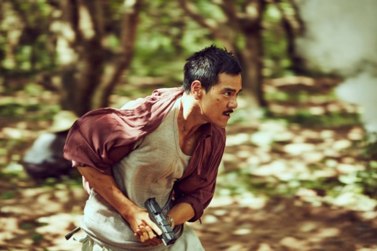 Anh chàng nằm vùng Tân Vũ manly trong phim Điệp Vụ Tam Giác Vàng.
