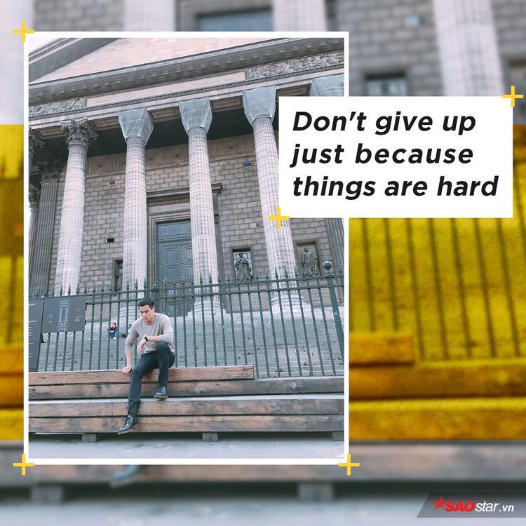 Đường đi gập ghềnh là vậy nhưng anh luôn mang trong mình tinh thần bền bỉ trên hành trình chinh phục sự nghiệp, không bao giờ đầu hàng trước thử thách của cuộc sống. (ảnh và quote từ fanpage Bành Vu Yến Eddie Peng 彭于晏 - EdGroup)