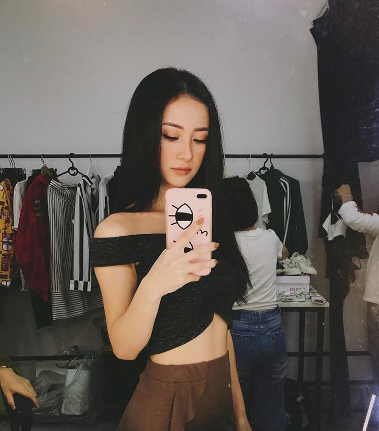 Mùa hè này, các chị em hãy chăm chỉ diện áo crop top để được đẹp như Jun Vũ.