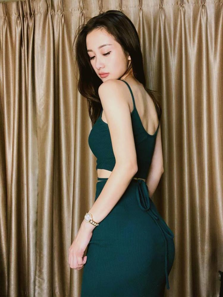 Diện đồ bó sát cũng là cách để Jun Vũ khoe triệt để cơ thể lợi hại của mình.
