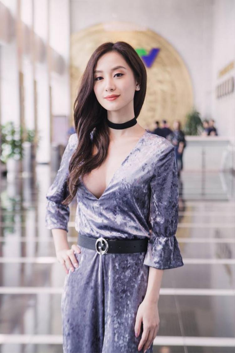 Trước đây Jun Vũ có một vẻ đẹp thuần khiết thì nay, cô thêm điểm cộng là cực sexy nữa.