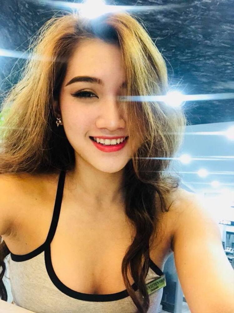 Nguyễn Cẩm Tiên (sinh năm 1996) hiện đang là HLV gym tại một phòng tập thể hình ở Quận Phú Nhuận (TP.HCM). Tốt nghiệp ngành Tài chính ngân hàng nhưng cô nàng quyết định trở thành HLV bộ môn đã thay đổi cuộc sống của mình.