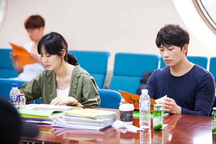 Ngôi sao 37 tuổi và nam diễn viên Ji Sung.