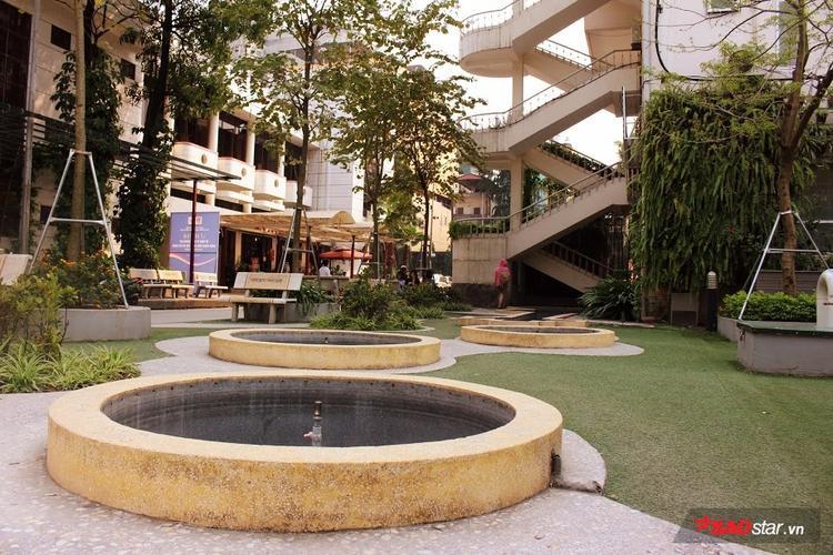 """Nhiều học sinh trường Văn hóa hay nói vui rằng: """"Thầy Hiệu trưởng học thiết kế nên khuôn viên chỗ nào cũng đẹp mê ly""""."""
