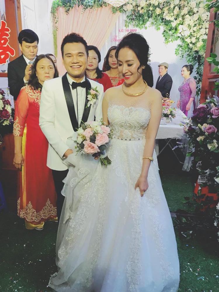 Khắc Việt rạng rỡ trong ngày đưa dâu về Yên Bái