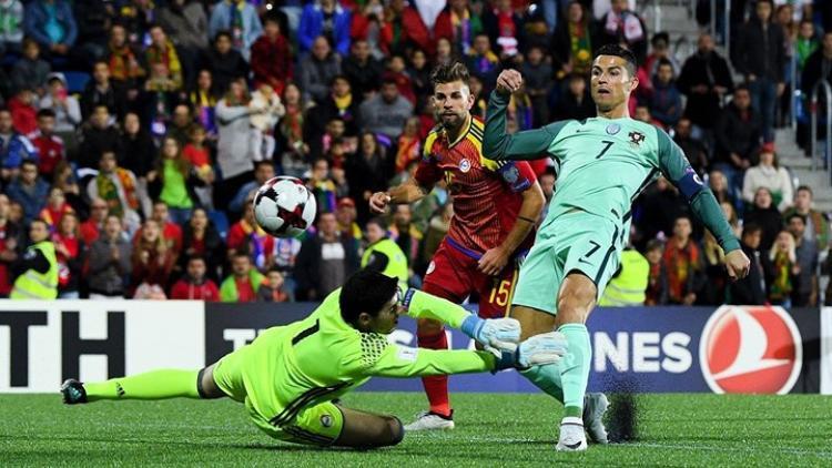 Ronaldo và những lần mang Bồ Đào Nha trở về 'từ cõi chết'