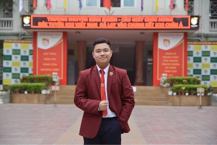 Đỗ Việt Anh học sinh lớp 10D. Cậu bạn mong muốn sau này trở thành bình luận viên bóng đá, được làm tại Đài truyền hình.