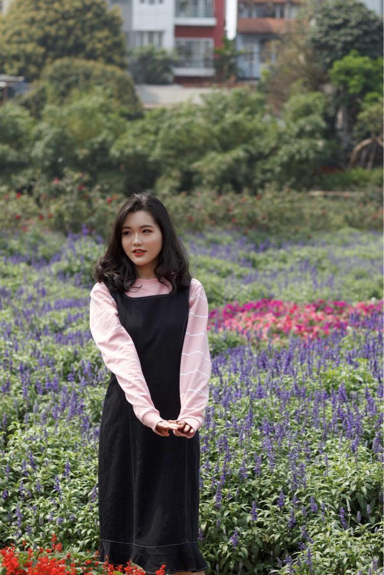 Sỡ hữu khuôn mặt dễ thương và giọng hát cuốn hút, Trần Minh Anh lớp 11D0 mong muốn trở thành ca sĩ.