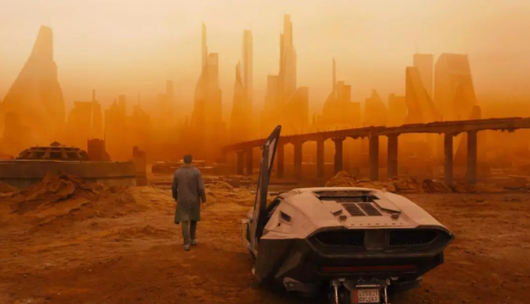 """Lớp bụi cát tạo ra một khung cảnh khá đặc biệt, được ví như bối cảnh trong bộ phim """"Tội phạm nhân bản 2049"""". Ảnh: The Sun"""