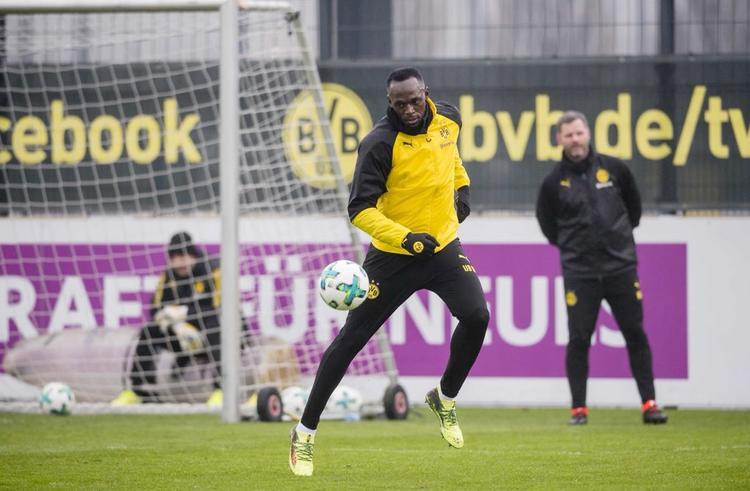 Chùm ảnh: Buổi tập đầu tiên của tia chớp Usain Bolt tại Borussia Dortmund