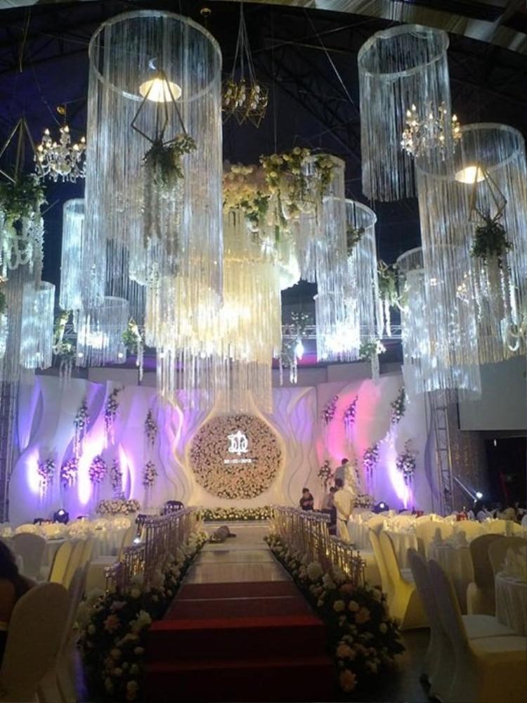 Đám cưới bạc tỷ của con nhà đại gia, mời Mr. Đàm về hát mừng khiến dân mạng tranh cãi nảy lửa