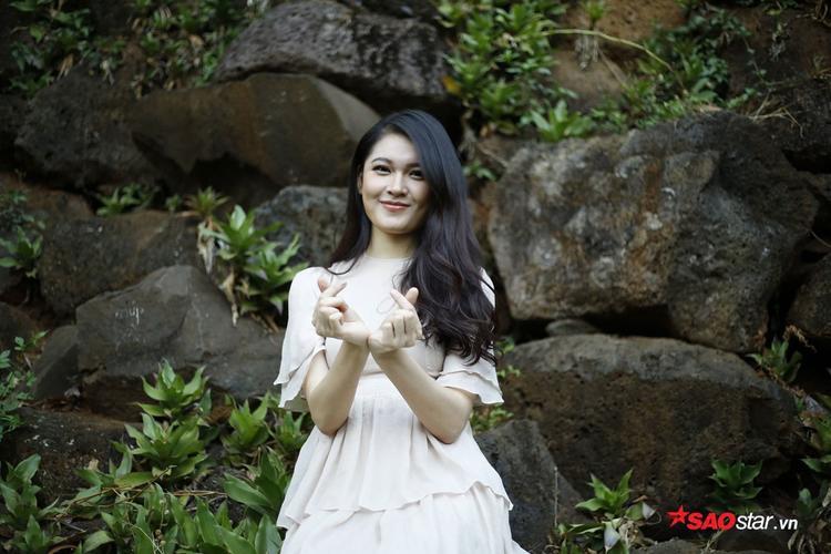 Á hậu Huỳnh Thị Thùy Dung.Cô đứng sau Hoa hậu Đỗ Mỹ Linh và Á hậu 1 Ngô Thanh Thanh Tú.