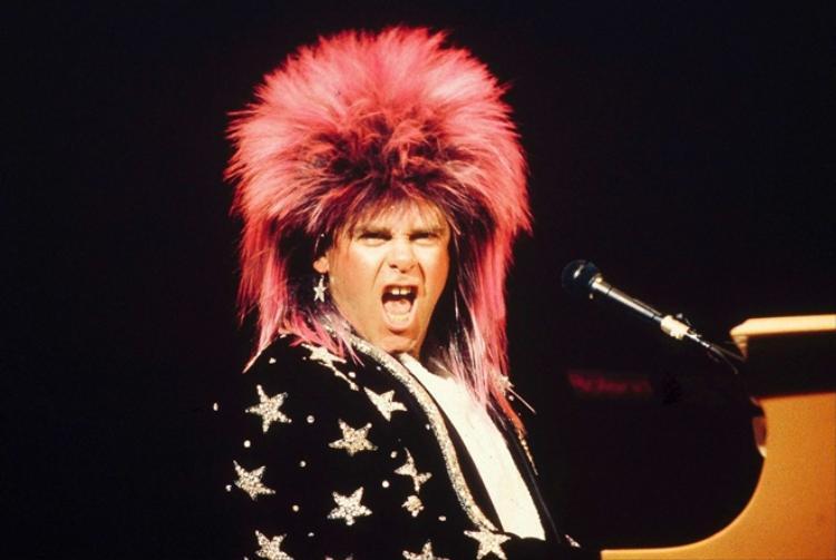 Sir Elton John: Huyền thoại âm nhạc và nỗi day dứt khôn nguôi về cha