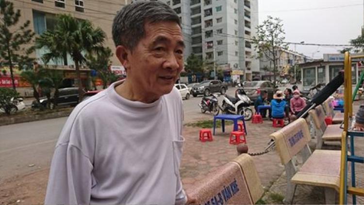 Bác Trần Quang Vinh bức xúc vì hệ thống báo cháy chung cư không hoạt động (ảnh: Vietnamnet)