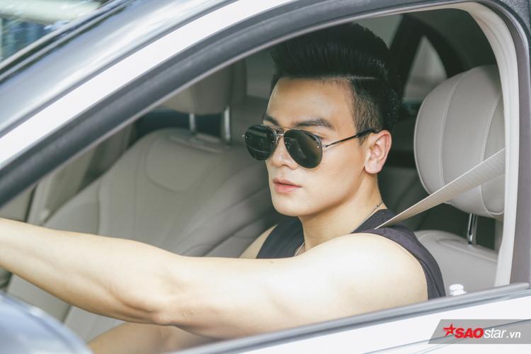 Lê Xuân Tiền tự lái xế hộp trị giá 4,5 tỷ đồng đến casting Siêu mẫu Việt Nam 2018.