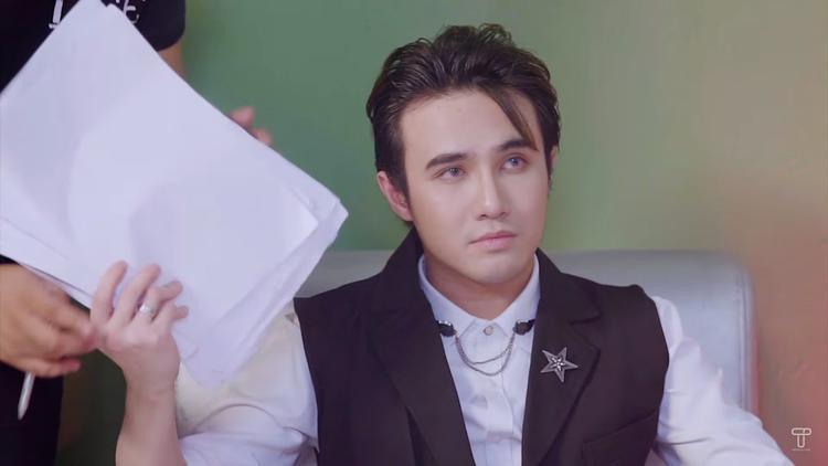 """Huỳnh Lập tiếp tục """"ác"""" sau vai Mẹ Cám khi đảm nhận vai diễn gã quản lý chiêu trò hại người."""