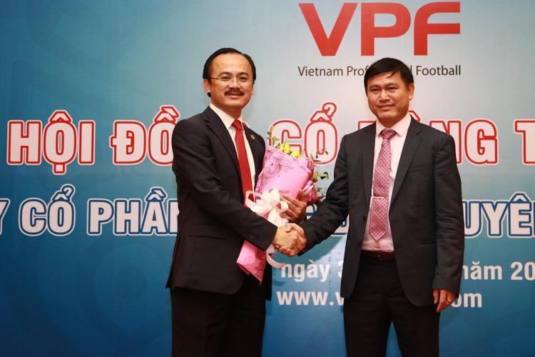 Bầu Tú (người bên phải) đang là ứng viên số 1 cho chức phó Chủ tịch VFF phụ trách tài chính nhiệm kỳ VIII.