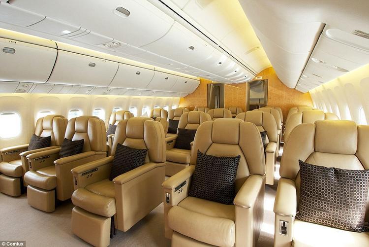 Chuyên cơ đủ chỗ cho 63 hành khách. Ảnh: Comlux
