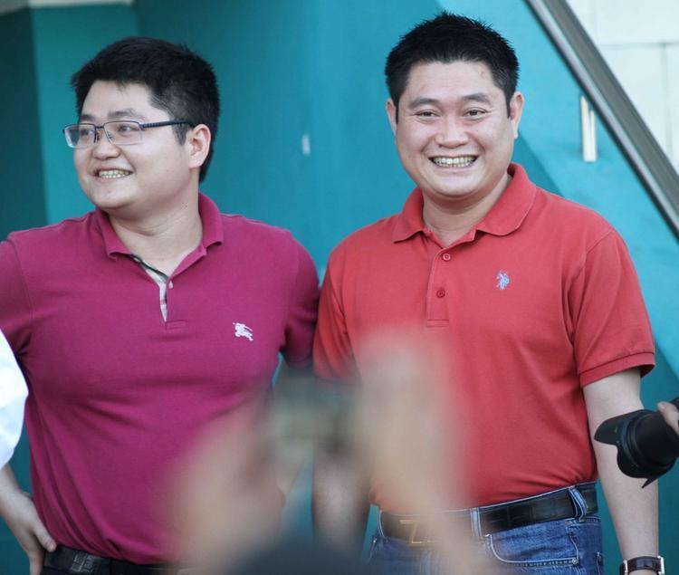 Bầu Thụy (bên phải) và em trai bầu Thủy.