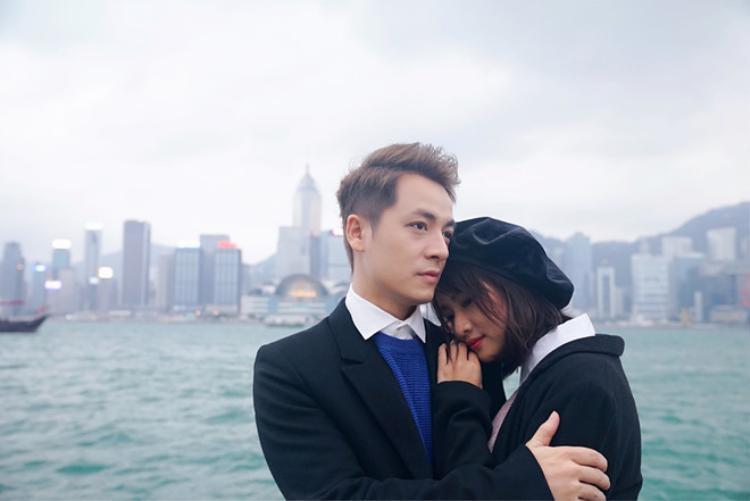 """MV Vì đã tìm thấy em được thực hiện tại Hong Kong. Lần này là câu chuyện tình yêu tưởng như ngọt ngào tuy nhiên lại có kết thúc bất ngờ của một cặp đôi. Đặc biệt, khoảnh khắc """"khóa môi"""" của Đăng Khôi và Thanh Vy khiến nhiều khán giả phải """"đỏ mặt"""" vì quá ngọt."""