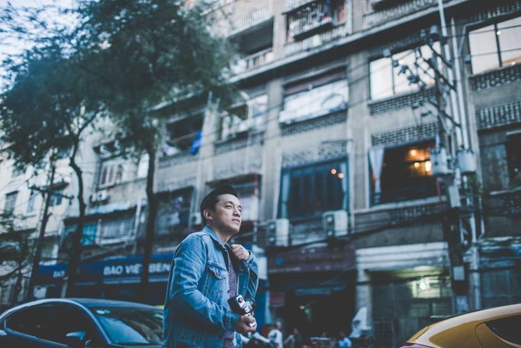 Với những đồng điệu cảm xúc bộ phim Tháng năm rực rỡ mang lại, bản OST cũng là hit 19 năm trước được anh hai Lam Trường thực hiện theo phong cách Reply 1999.